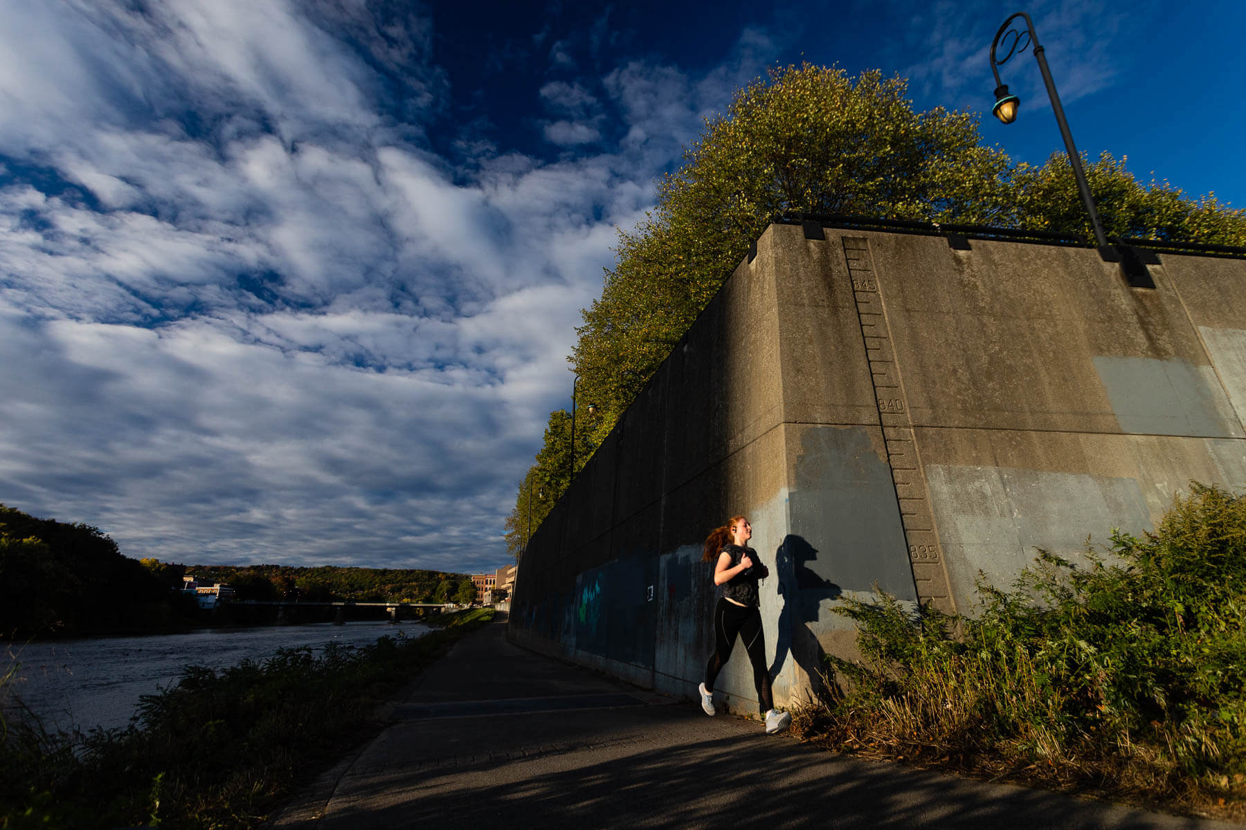 Runner between river and flood wall
