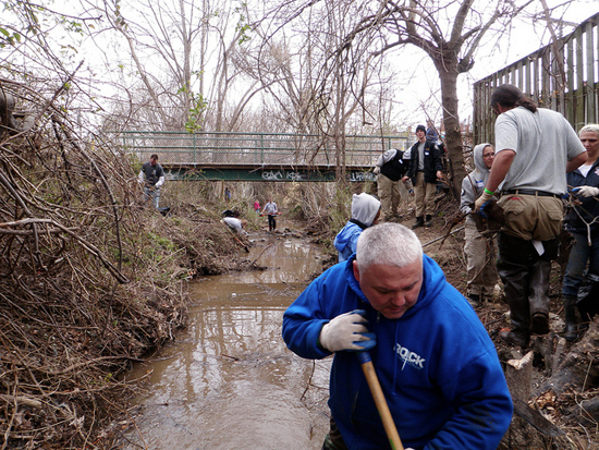 volunteers cleaning Bread and Cheese Creek