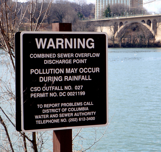 Combined sewer overflow sign (Image courtesy Daniel Lobo/Flickr)