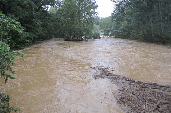 Flooded river after Tropical Storm Lee (Image courtesy Iris Goldstein/Flickr)