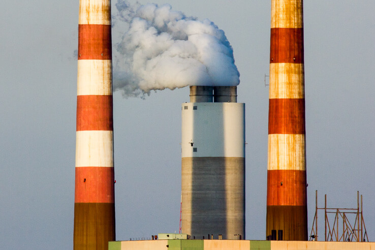 Picture of smoke stack with air pollution