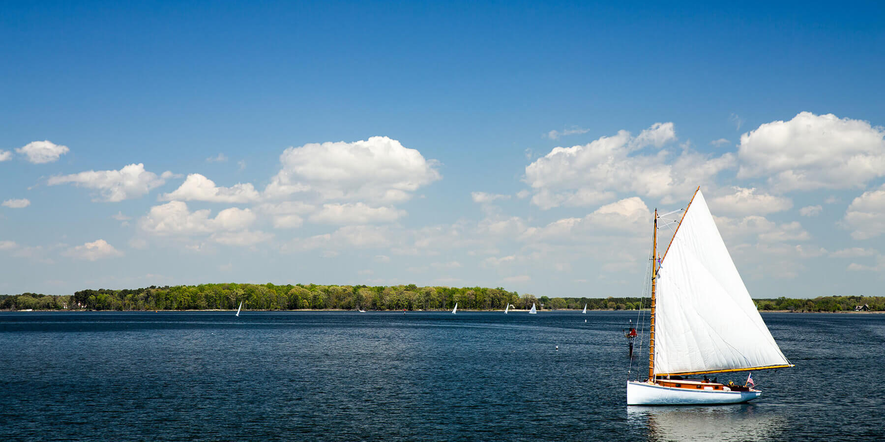 Picture of a sailboat on the Chesapeake Bay